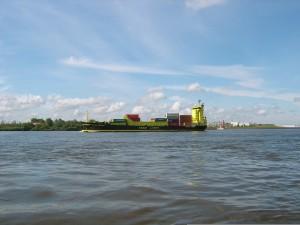 Schiff auf Unterelbe